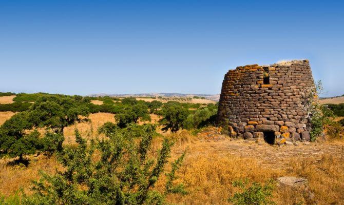 Eco-News in Sardegna: La nascita dei Nuraghi Ecosostenibili