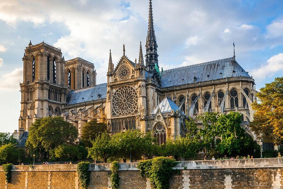Tra le tante proposte di Ricostruzione per il Tetto di Notre Dame spicca un progetto Green